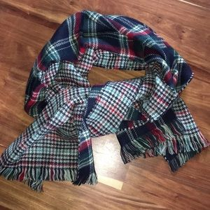 Gorgeous like new reversible Blanket scarf